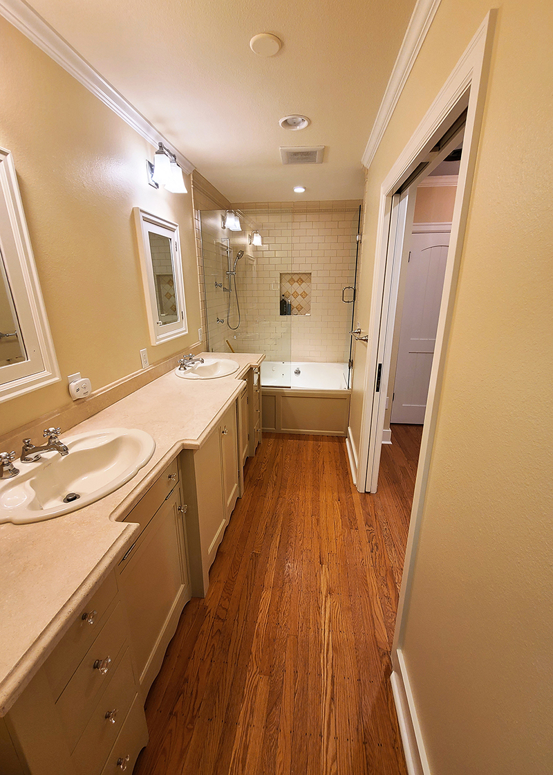 Freshly painted bathroom with Creme Brulee and White Glove paint